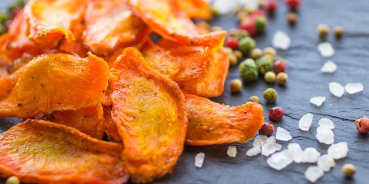 Une savoureuse recette de chips de carottes au four d shydratation tout savoir - Chips fait maison au four ...